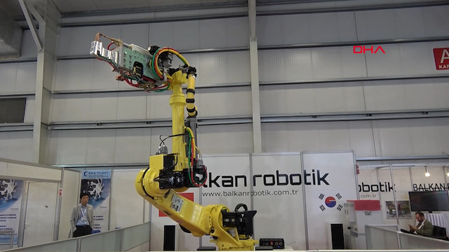 Japon devinden Mehter Marşı'yla dans eden robot