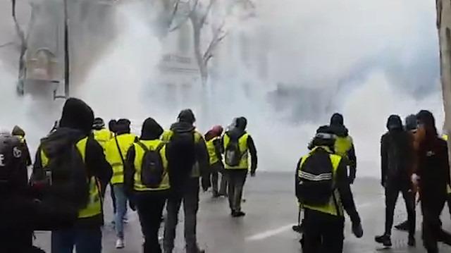 Fransa zor günler yaşıyor: Orta sınıfa mensup Sarı Yelekliler duracağa benzemiyor