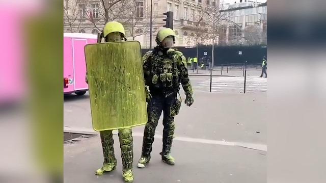 Sarı Yelekliler polisleri sarıya boyadı!