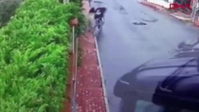 Kontrolünü kaybeden TIR sürücüsü okul yolunda kaza yaptı