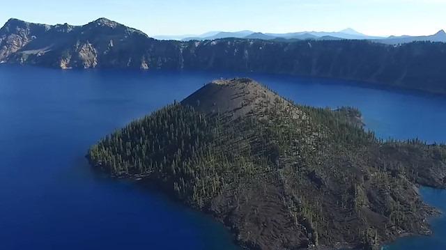 Bu krater gölünün bir eşi daha yok