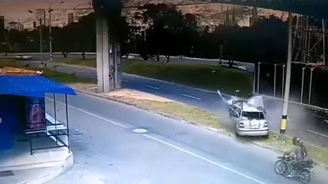 TIR'a çarpan otomobil hurdaya döndü