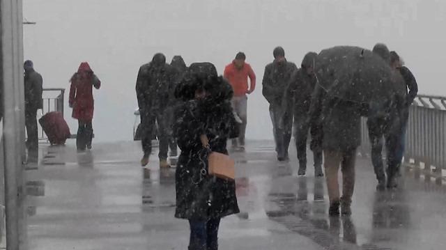 Ve İstanbul'a beklenen kar yağışı geldi