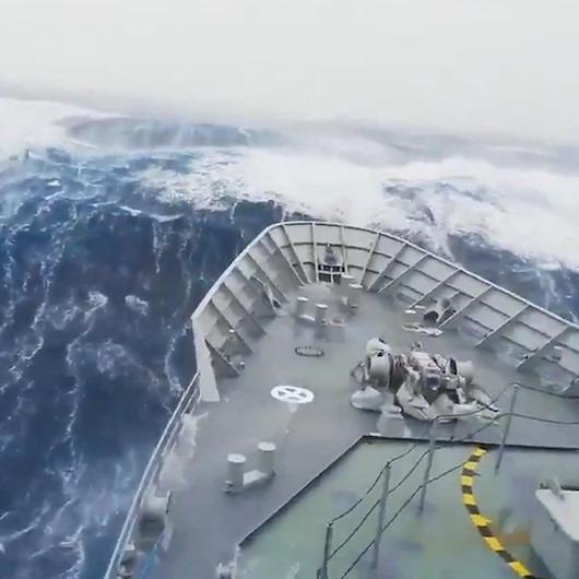 Antartika'nın dev dalgaları kamerada