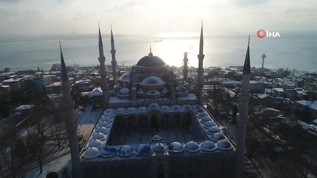 Beyaza bürünen Sultan Ahmet Camii ve Ayasofya Kendine hayran bıraktı