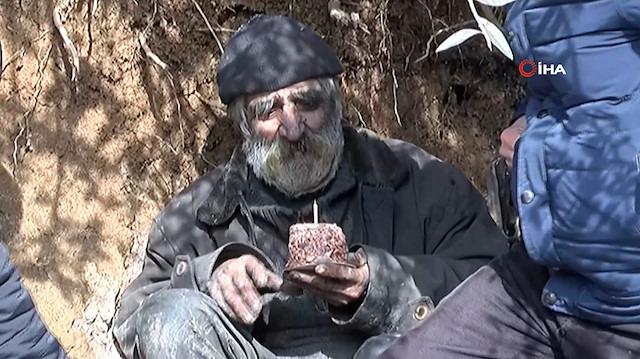 40 yıldır mağarada yaşayan adama doğum günü sürprizi