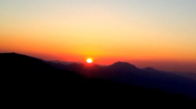 Nemrut Dağı'nın tepesinden güneşin doğuş anı