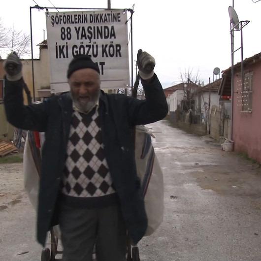 İki gözü de görmeyen Hasan amcanın 15 saatlik çöp mesaisi