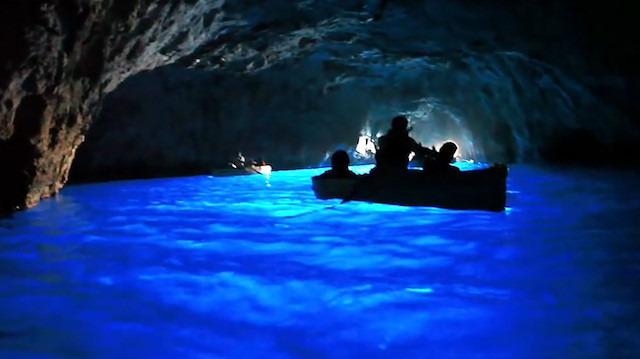 Bu mağaraya girmek için teknenizde düz bir şekilde yatmalısınız