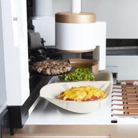 İnsan yardımına ihtiyaç duymadan hamburger hazırlayan robotla tanışın