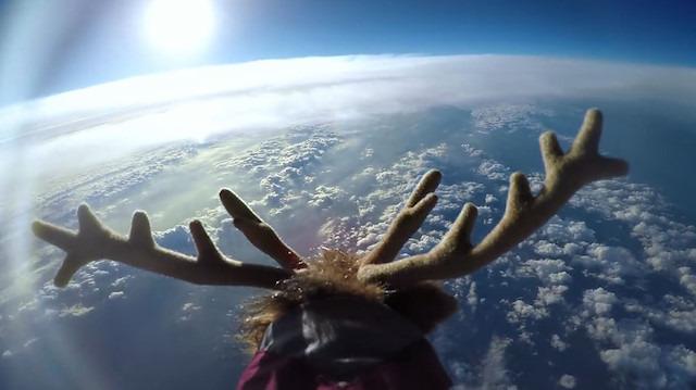 Uzay'a gönderilen oyuncak geyiğin kısa yolculuğu