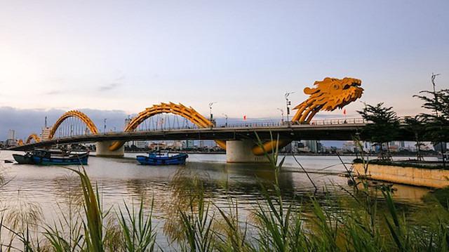 Vietnam'daki Dragon Köprüsü'nün yapım simülasyonu