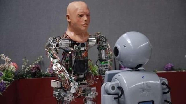 Yerli robot yeni yüzüyle ilk kez ekran karşısına çıktı