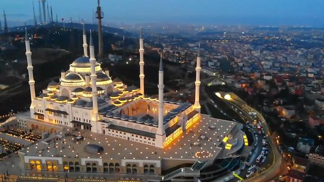 Çamlıca Camisi muhteşem görüntüsüyle İstanbul'u süslüyor