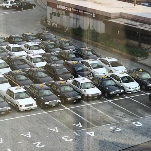Japon taksicilerin muhteşem sıra bekleme düzeni