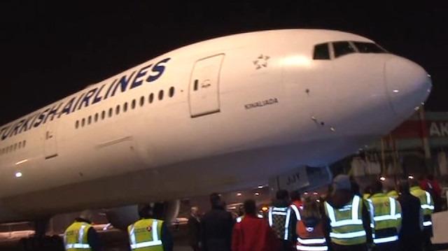 Atatürk Havalimanı'ndan kalkan son uçağa işçiler böyle veda etti