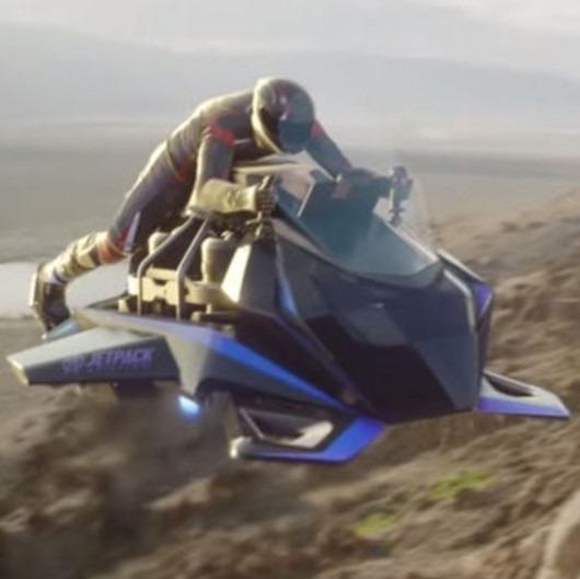 Dünyanın ilk 'jet motorlu' uçan motosikleti