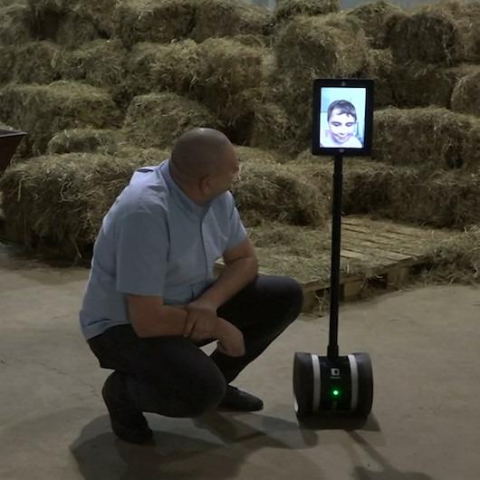 Bu robot hasta çocukların hayvanat bahçesini gezmesine yardımcı oluyor