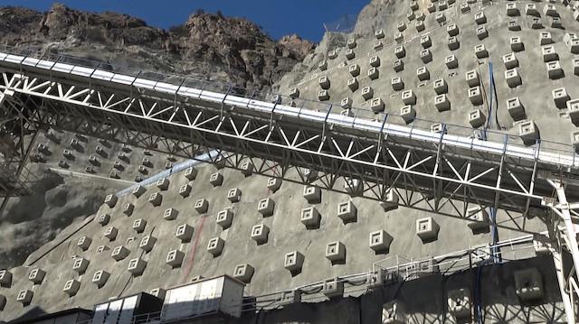 Türkiye'nin en yüksek baraj inşaatında '85 metre gövde'ye ulaşıldı