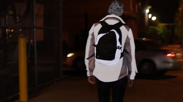 6c0fbee8ce082 Özel yansıtıcı kumaş kullanılan 'reflective sırt çantası'