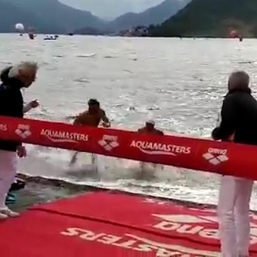 Yüzme şampiyonasında üzücü anlar: 13 yaşındaki rakibine omuz atarak birincilikten etti