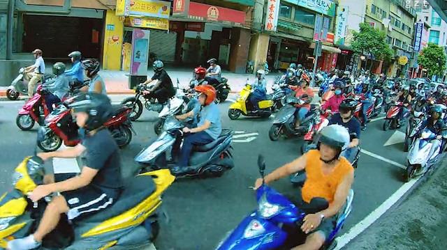Yeni nesil 'Koyaanisqatsi': Tayvan'ın caddelerini istila eden motorlar