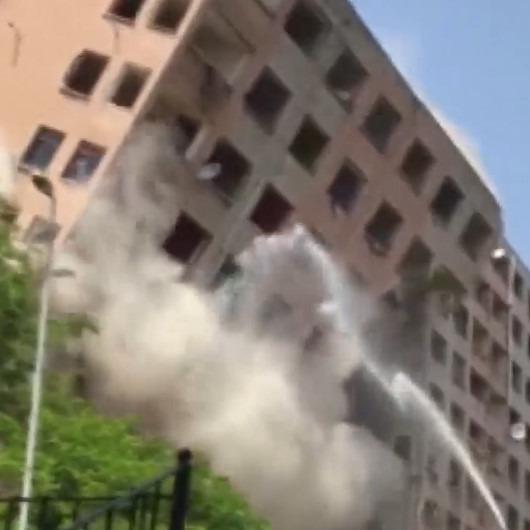 Bahçelievler'de bir bina yıkım sırasında çöktü