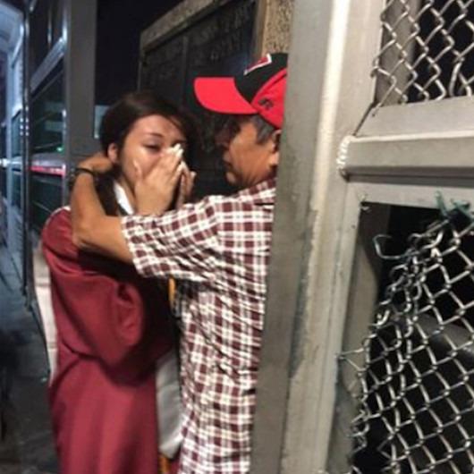 Duygulandıran mezuniyet kutlaması: Ülkeye girmesi yasaklanan babasıyla sınırda buluştu