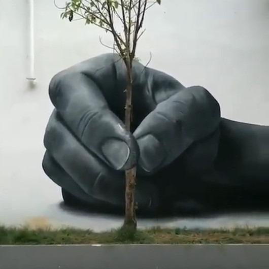 Japon sanatçıdan eşine az rastlanır bir duvar resmi çizimi