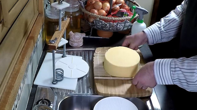 Dünyanın en pahalı 'cheddar peyniri' nasıl yapılıyor?