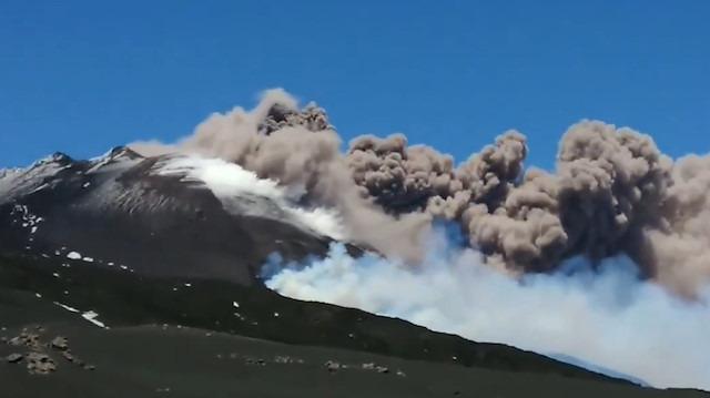 Etna Yanardağı yeniden püskürüyor