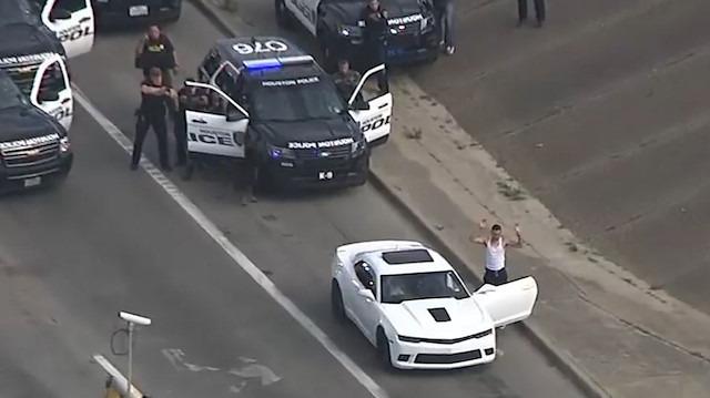 Houston'da lüks Camaroyla polislerin kovalamacası