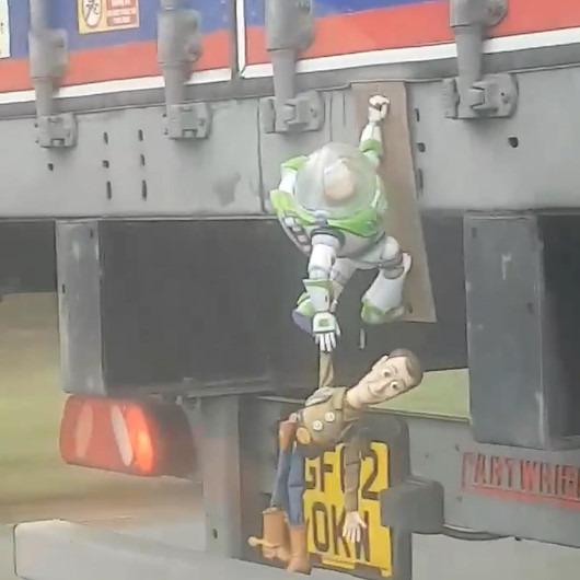 'Oyuncak Hikayesi' karakterleriyle süslenen kamyon görenleri gülümsetti