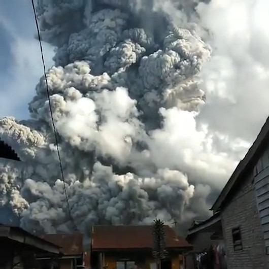 Sinabung Yanardağı'nın külleri 7 km yükseldi