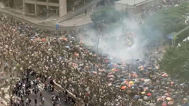 Hong Kong'a gitmeyin: Ada savaş alanına döndü