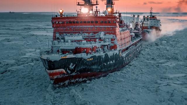 Buz kırmakla görevli 75.000 beygir gücündeki muazzam gemi
