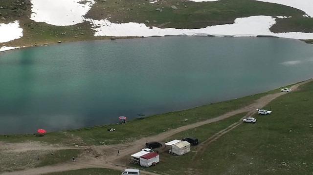 Dağların arasındaki krater göller cezbediyor