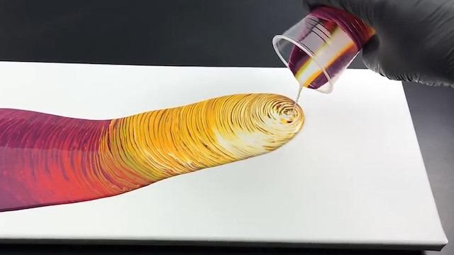 Akrilik boyayla yapılan 5 renkli girdap tekniği