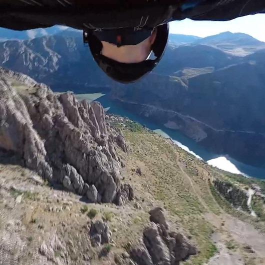 600 metreden yaptıkları yarasa kanat atlayışları nefes kesti