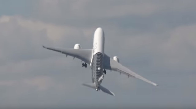 Yolcu uçağının inanılmaz uçuş testi