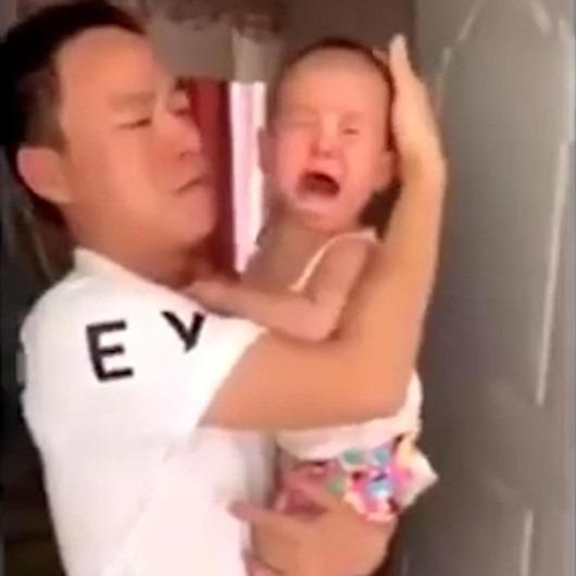 Çıkan ses yüzünden kafasını vurduğunu zanneden bebeklerin ağladıkları anlar