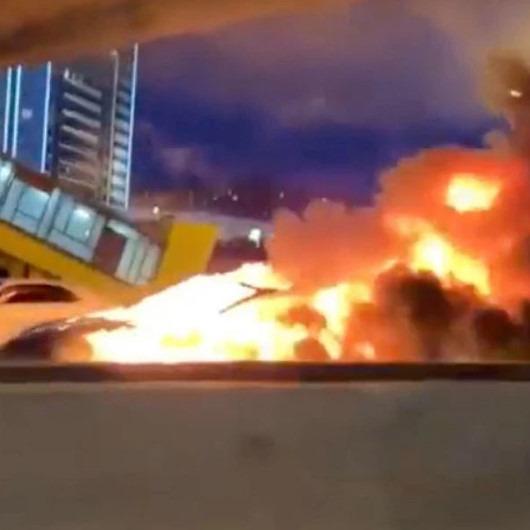 Kaza sonrası alev alan 'Tesla Model 3' bomba gibi patladı