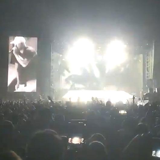 Konserde dev ekran ziyaretçilerin üstüne düştü: 30 yaralı