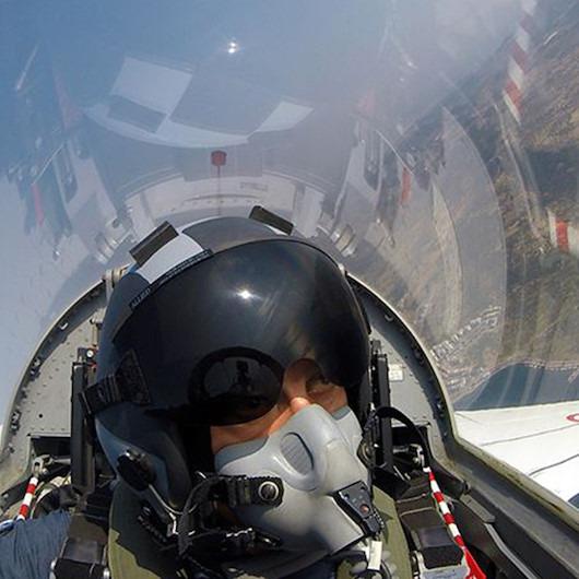 Milli Savunma Bakanı Akar'dan Ege Denizi üzerinde uçuş
