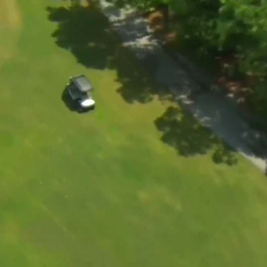 Polisten golf arabasıyla kaçmaya çalışarak sosyal medyanın diline düştü
