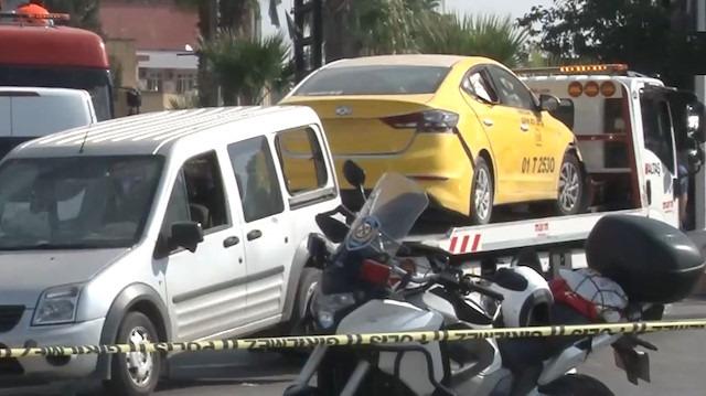 Adana'da bombalı saldırıda hasar gören araçlar kaldırıldı