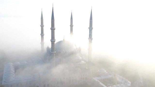 Sisin örttüğü Selimiye'nin görüntüsü büyüledi