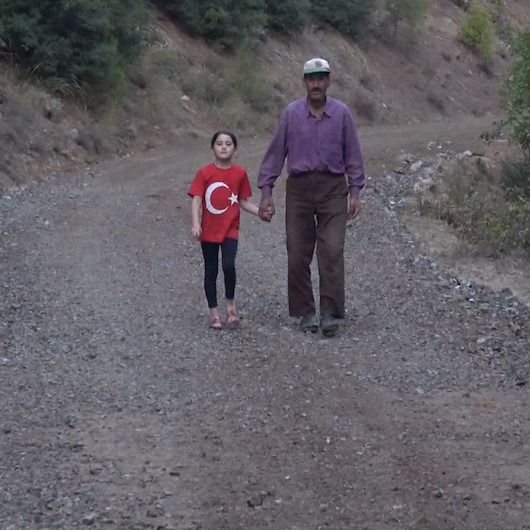 Kızı okula gidebilsin diye borç alıp yol yaptıran koca yürekli baba