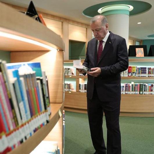 Erdoğan, Cumhurbaşkanlığı Külliyesi Kütüphanesi'ni inceledi