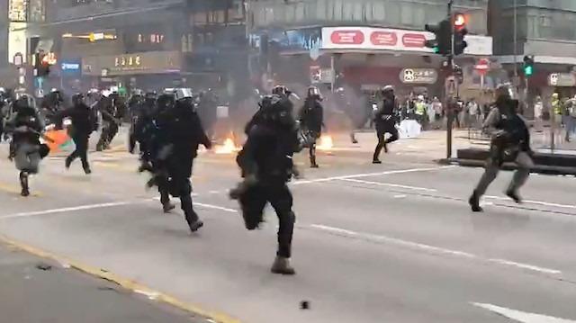 Görüntüler savaş filmi sahnesinden değil Hong Kong'tan